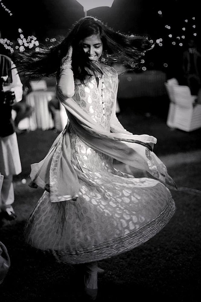 Hire Tarun on: www.flatpebble.com #weddingphotography #candid #dance #indianweddings