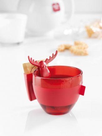 RUDOLF Tassenutensilo  Über den Tellerrand schauen lohnt sich immer und jetzt macht auch der Tassenrand etwas her. Denn RUDOLF wertet ihn nicht nur optisch auf. Das witzige Utensilo ist prima geeignet, um Kekse, Kaffeemilch, Zuckerwürfel, Süßstoff oder Teebeutel zu servieren. € 4.45