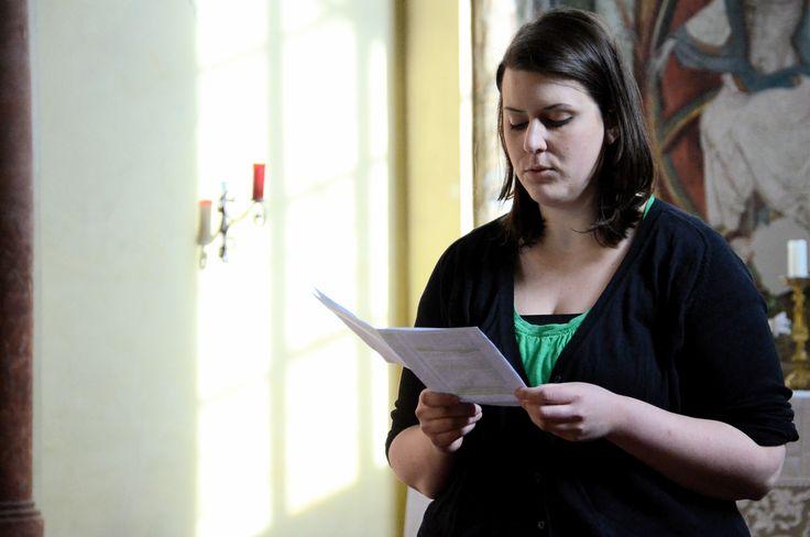 """12.03.15 in der Salvatorkirche in Hall. Judith liest aus dem Buch """"Das Alphabet meines Lebens""""."""