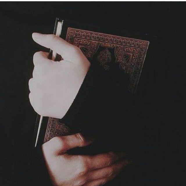 Tidakkah pernah kau jumpai damai disini ;  Saat sendiri mushaf tergenggam jemari air mata mengalir di pipi & Allah di dalam hati  - Salim A. Fillah -