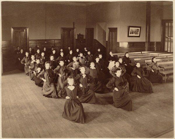 Уроки физкультуры в Бостоне в 1890-х годах (20 фото)