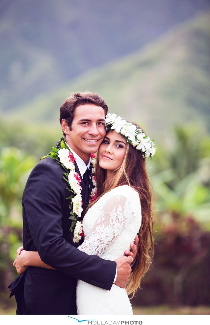 I definitely want to wear a haku on my wedding day. Wedding in Hawaii...beautiful leis are a must!
