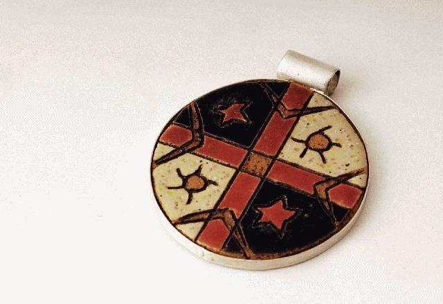Maggie Sierralta, Mapuche pendant -  ceramic, silver