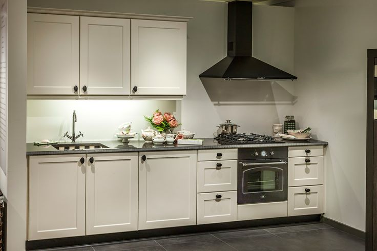 9 beste afbeeldingen van witte keukens - Kleine witte keuken ...