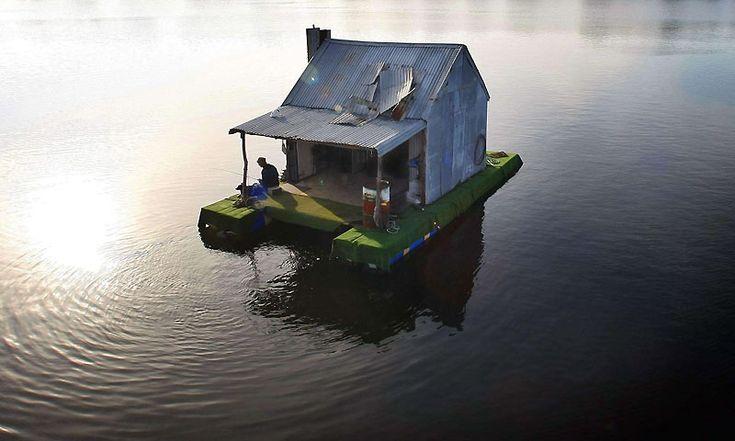 Casa galleggiante sul lago (Australia)