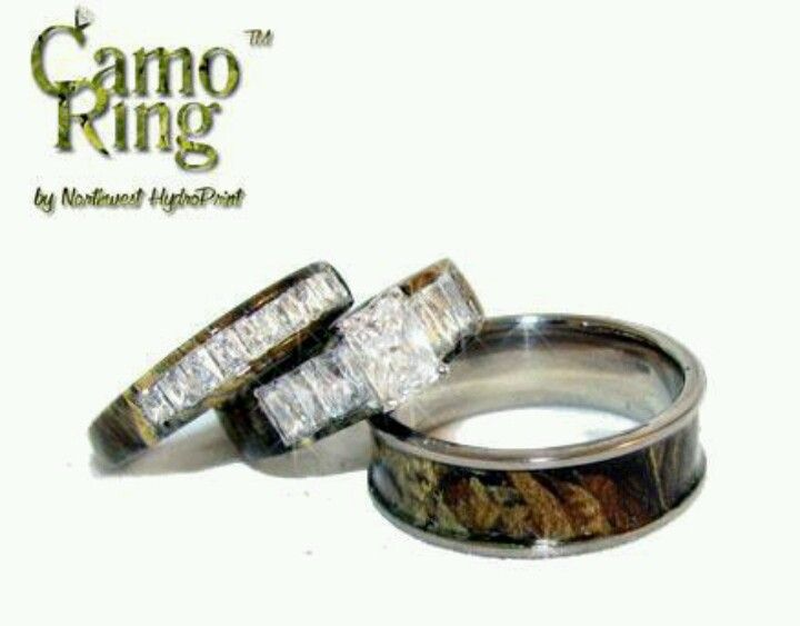 Elegant Camo wedding rings I probably wouldn ut want the girl one but I know Will likes it
