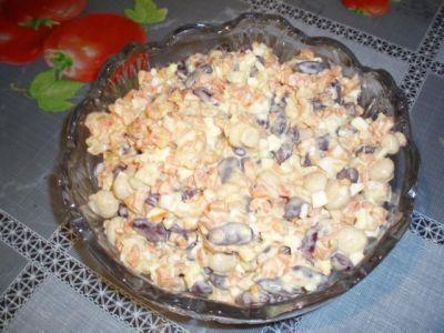 Салат «Зимнее чудо» 1 банка консервированной фасоли 1банка маринованных грибов 1-2 сваренных вкрутую яйца 3-4 моркови 3-4 луковицы 0.5 пачки майонеза