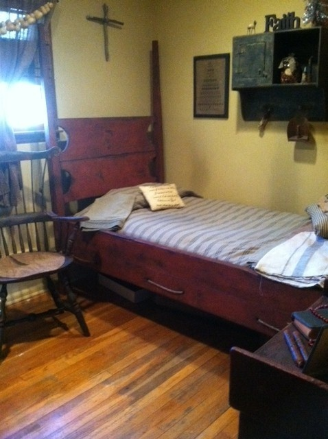Primitiques 39 4 Post Twin Bed And Hand Hewn Windsor Fanback
