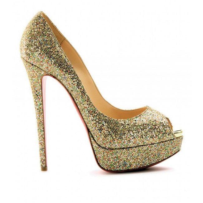 Zapato dorado de Christian Louboutin
