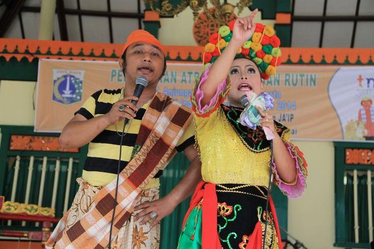 Pertunjukan jipeng (tanji dan topeng) merupakan kesenian khas Betawi hasil kolaborasi antara orkes tanjidor dan kesenian topeng.