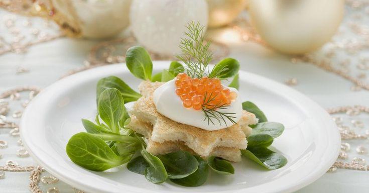 Toastbrotsterne mit Schmand, Kaviar und Feldsalat ist ein Rezept mit frischen Zutaten aus der Kategorie Mahlzeit. Probieren Sie dieses und weitere Rezepte von EAT SMARTER!