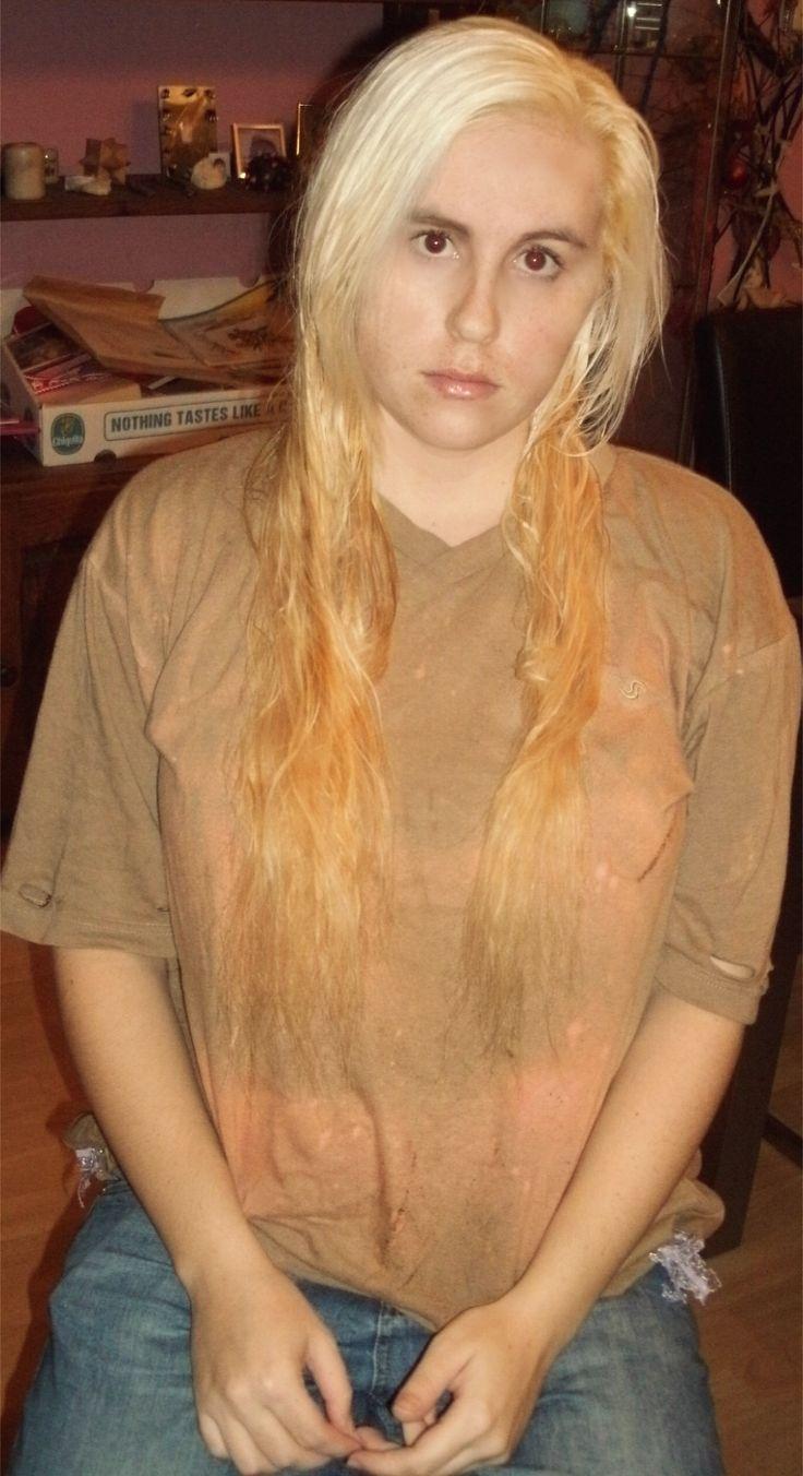 Gisteren Lies Cramer haar haar, in haar eigen kleur terug gekleurd! Het resultaat van voor en na de behandeling  Wat haar al niet kan doen... wat een verschil, ik vind het donkere haar wel heel mooi staan zeker in het najaar/winter...