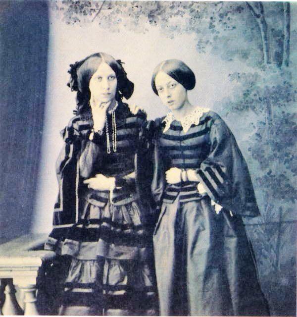 Дочери Александра Дмитриевича Черткова и Елизаветы Григорьевны Чернышевой: Александра Александровна Винтулова (1834- ?), жена П. А. Винтулова, и Елизавета Александровна Голицына (1829-1894), жена Александра Николаевича Голицына (1830-1876).
