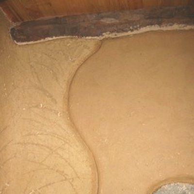 Réaliser un enduit isolant en torchis terre/paille