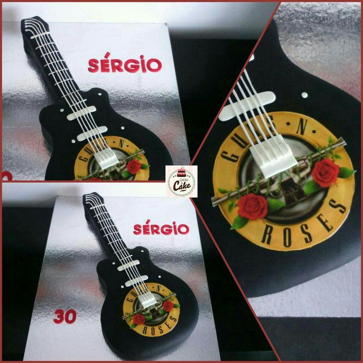 Bolo Guitarra Guns N' Roses, para o Sérgio que fez 30 anos. #carinaecake #guitar #guitarcakes #guitarcakepops #guitarcake #gunsnroses #gunsnrosesfan #cakedesigner #bolosdecorados #bday #bolinhosamedida #happybirthday #happybday #lovely #welcomefriends