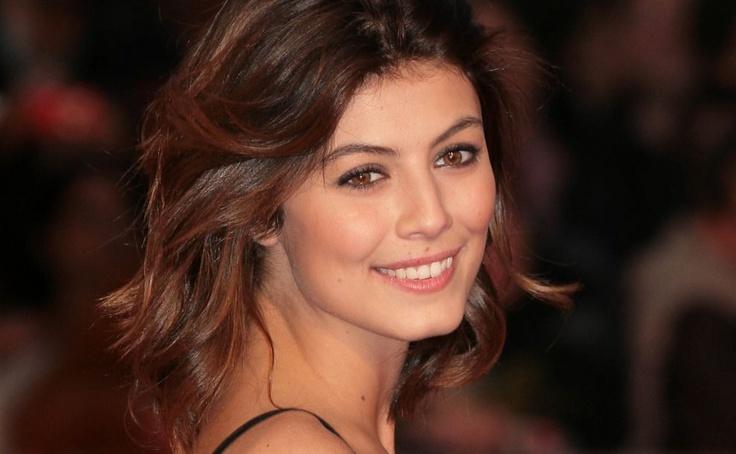 Italian beauty Alessandra Mastronardi resurrects old-fashioned glamour and radiance.