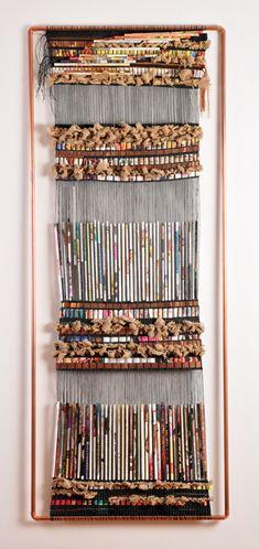 Medidas: 80 x 180 cm Materiales: Lino, cobre, papel, tejido en telar de clavos Uso: Mural