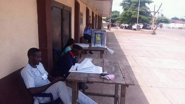 The local government election held in Benue State Saturday with low turnout of voters across the state.  Correspondents who monitored the election in Makurdi Guma and Gwer local government areas of the state report low turnout and the late arrival of voting materials in some polling units.  Reports from other parts of the state also show general apathy as voters did not turn out to vote while in some cases few voters were seen on the queue.  http://ift.tt/2rGhlDK latest news in benue news…