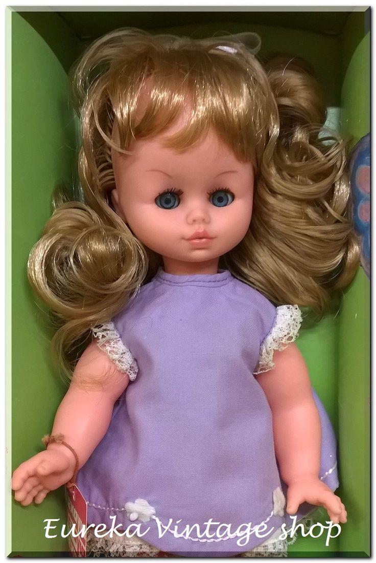 Κούκλα ΚΕΧΑΓΙΑ σε κουτί με το όνομα BETTY (Μπέτυ). Η κούκλα είναι μέσα στο αυθεντικό της κουτί και είναι σε άριστη κατάσταση με φυσιολογική παλαιότητα. Ύψος 28εκ