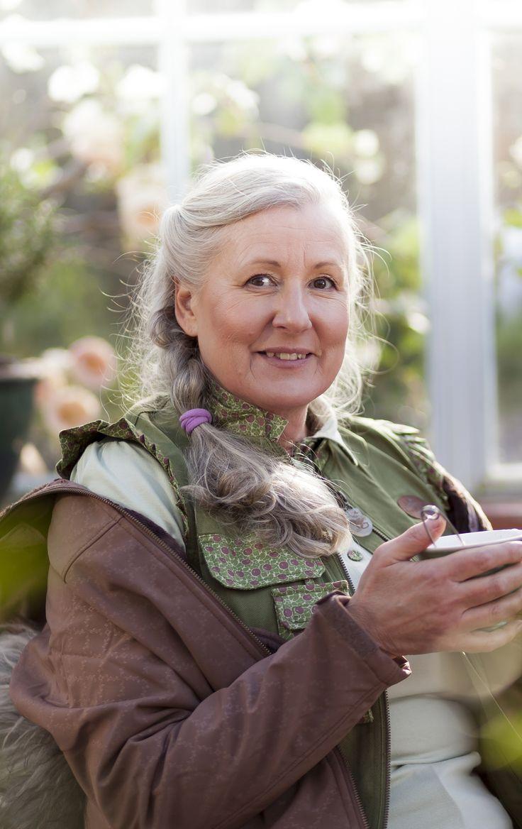Продукция шведской марки Garden Girl разработана специально для женщин – это стильная удобная  и функциональная одежда, обувь и аксессуары для работы в саду в любую погоду. www.gardengirl.ru
