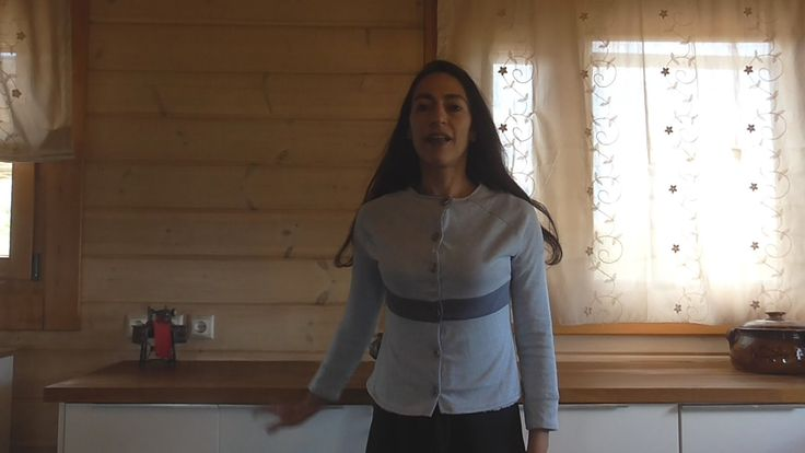 This video presents how to construct the raglan sleeve pattern and the bodice for jersey fabrics, to place the pattern pieces on the fabric (remnants) and how to cut them.  Αυτό το βίντεο παρουσιάζει πως φτιάχνω το πατρόν για μανίκι ρεγκλάν και το κορσάζ για ελαστικά υφάσματα, πως τοποθετώ τα κομμάτια του πατρόν στο ύφασμα (ρετάλια) και πως τα κόβω.
