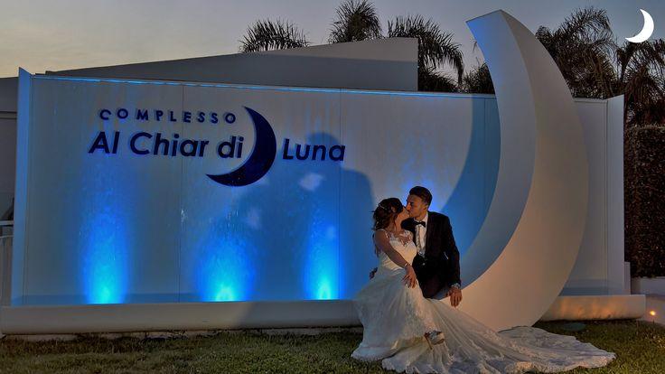 Un tenero bacio Al Chiar di Luna... #alchiardiluna #ilmatrimoniochestaisognando