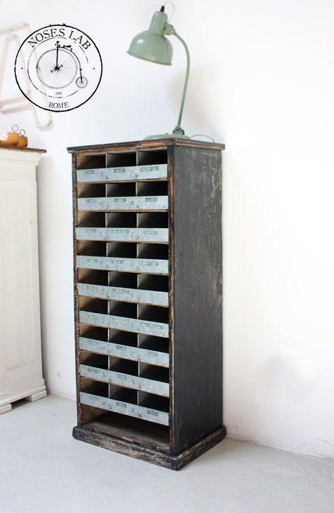 Mobile Contenitore / Scaffale in legno adatto anche come svuotatasche