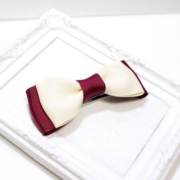 存在感バッチリなリボンはどんなシーンにも大活躍!サイドに留めたり、お団子ヘアのアクセントにしても可愛いですよ。バレッタだけで留まらないヘアスタイルの時は、細めのヘアゴムで束ねた上から飾りのように留めることをオススメします。●カラー:オフホワイト×ワイン●サイズ:全長:縦約4cm×横約11cm・クリップ8cm●素材:グログランリボン●注意事項:無理に引っ張ったりすると破損する恐れがあります。●作家名:Chameleon#リボン #おしゃれで可愛い #リボン #髪飾り #ヘアアイテム #ヘアアクセサリー #清楚 #レディース #大人かわいい #上品 #雑貨 #アレンジヘア #華やか #シンプル #派手すぎない #立体感 #ビジュー #まとめ髪 #ガーリー #ヘッドアクセ #エレガント #成人式 #和服 #入学式 #卒業式 #入園式 #卒園式 #フォーマル #カジュアル #スーツスタイル#結婚式 #ヘアクリップ #バレッタ #ヘアゴム #ハンドメイド #handmade----------------------------------------------【ギフトラッピング...