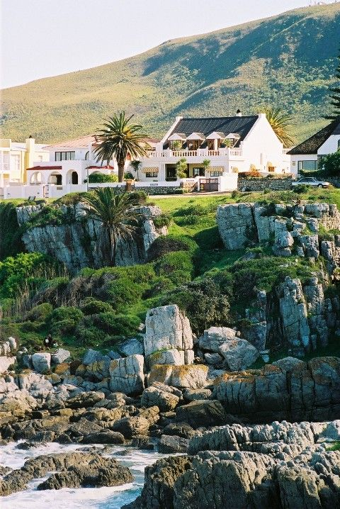La Fontaine - La Fontaine is a deluxe guest retreat, perfect for a rejuvenating break, golf vacation, romantic getaway, or whale-viewing holiday in Southern Africa. The guest house is steeped in history, situated in ... #weekendgetaways #hermanus #southafrica