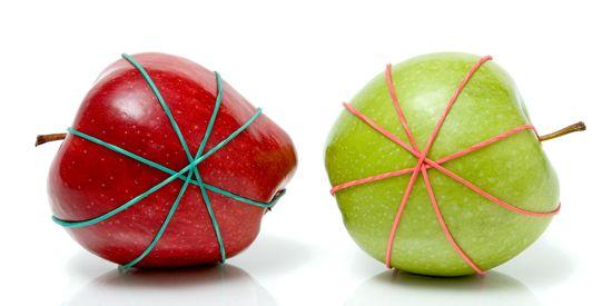 Bind vers gesneden stukjes weer samen met een elastiekje om het fruit langer fris te houden.