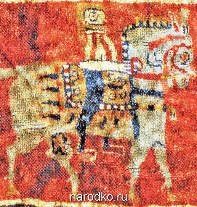 Иллюстрации 16-30Трехцветный костюмзнатного всадника. Персидский ковер из кургана 5 могильника Пазырык, Эрмитаж(Полосьмак, Баркова 2005, рис. 4.10).