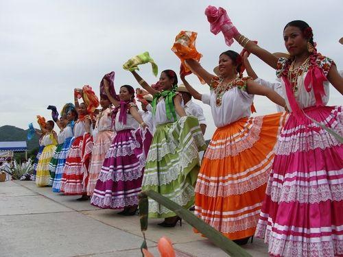 Trajes tìpicos y bailes de la Costa de Oaxaca