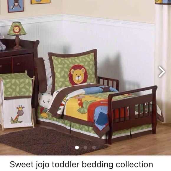 Sweet jojo toddler bedding set Used but still has lots of life in it. Toddler bedding set. Flat sheet and pillow sham never used. Sweet jojo Other