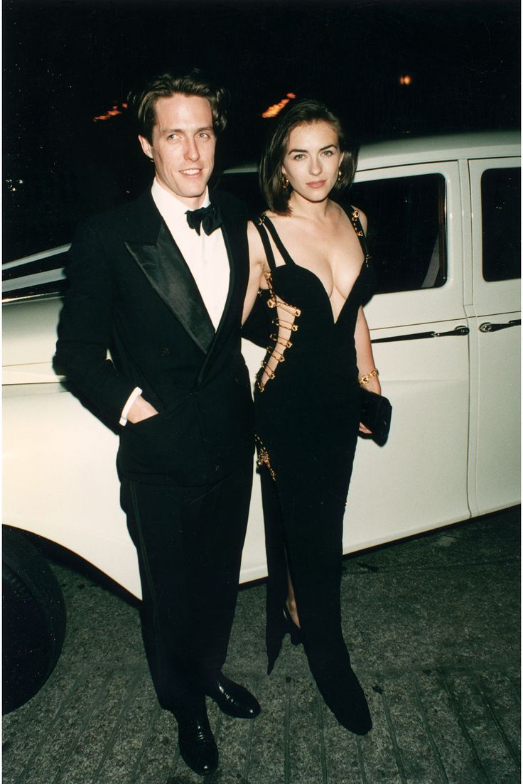 Liz hurley versace dress - Hugh Grant And Elizabeth Hurley At The Premiere Of Four Weddings And A Funeral May Hugh Grantversace Dresselizabeth