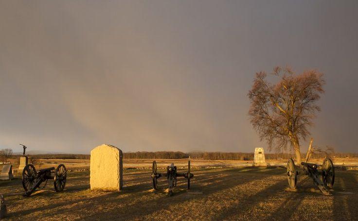 Najbardziej nawiedzone miejsca na świeci - Pole bitwy pod Gettysburgiem, USA - w tej bitwie zginęło 50 tys. żołnierzy, przez co nazywana jest najkrwawszą bitwą w historii USA. Nieprzygotowani na śmierć młodzi żołnierze do dziś krążą po polach, krzycząc i zawodząc. Duchy wałęsają się, rozmawiają z turystami, słychać odgłosy strzałów, a w internecie można obejrzeć filmiki, na których widać niezidentyfikowane postacie.