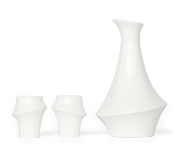 A contemporary take on little sake cups / shot glasses. Designed to follow the shape of your fingers when held and has an odd, unbalanced charm. Available individually or as a set of four.
