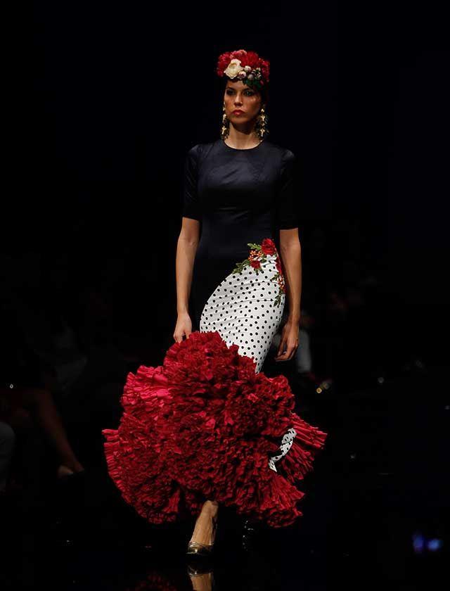 Ernesto Sillero ha presentado «Tanuca», una colección homenaje a Dña. Cayetana de Alba, una mujer apasionada del traje flamenca y el estilo andaluz. (Foto: Raúl Doblado)