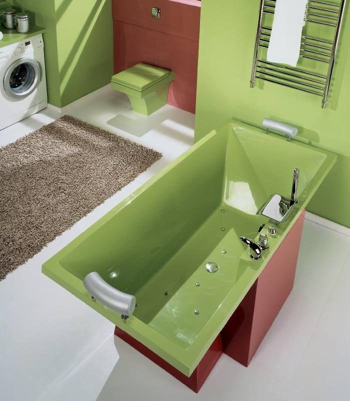 Отдельностоящая #ванна, которая прекрасно смотрится в центре комнаты, благодаря фальдону и подставке из литья.
