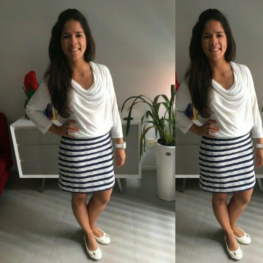 Una falda que diseñé con mucho cariño con una espectacular #tela de #rayas #azul #marino con textura en las #líneas blancas para mi querida hija @sweetize #newzeland #moda #verano2015 #costura