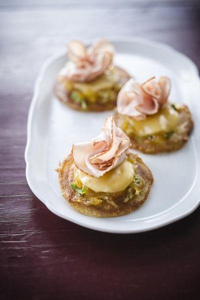 Een overheerlijke amerikaanse pancake van kalkoen, jonge kaas en ananas, die maak je met dit recept. Smakelijk!