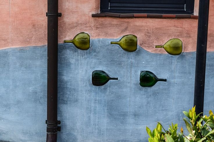 Bockbeutel als Fassadendekor - wie findet Ihr das?  ... #bockbeutel #dekor #weingut #franken
