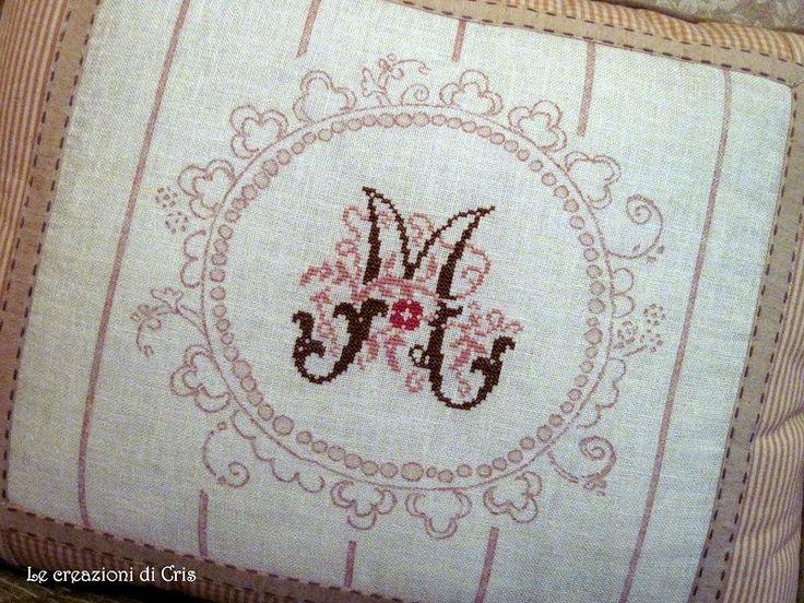 altri due cuscini con due iniziali a punto croce ... la M e la B ... in rosa e color cioccolato assemblati con st...