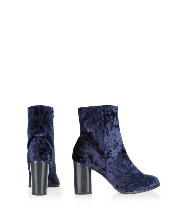 Bottines bleu marine en velours à talons block  | New Look