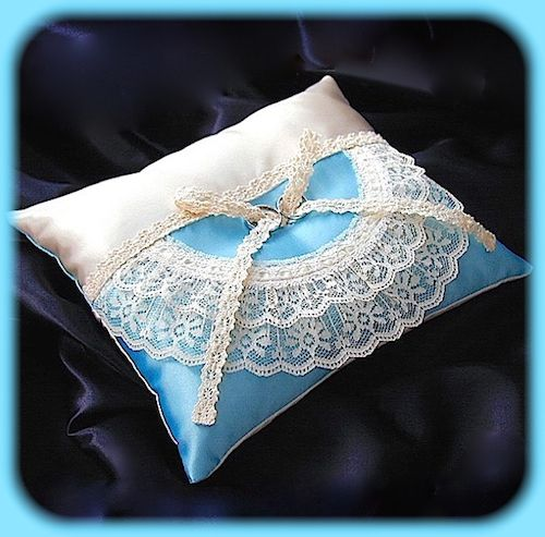 ateliersarah's ring pillow/Russell lace sewn into a semicircular