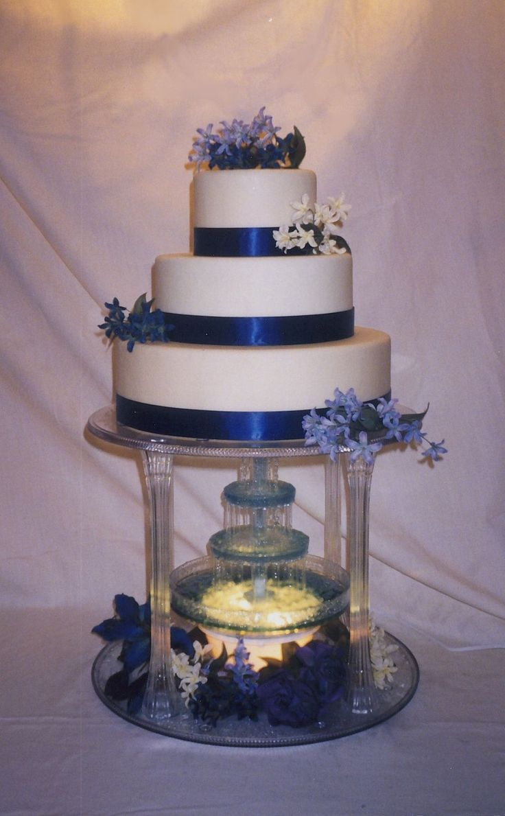 wedding cakes with fountain best 25 wedding cakes ideas on 26024