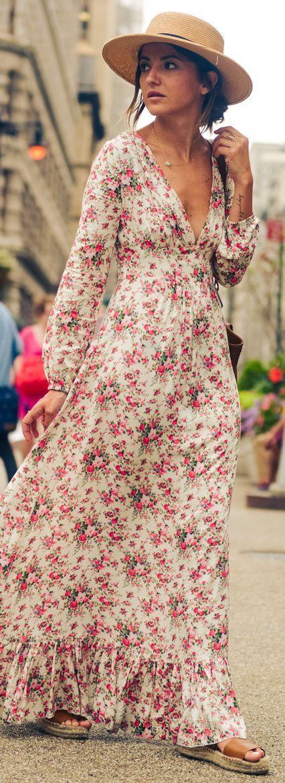 Lindo, mas ai o decote vem e acaba com tudo.  Floral maxi dress.