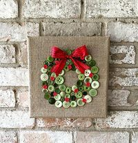 Il Natale è proprio dietro langolo yall! Illuminare la vostra casa con questa arte di pulsante corona personalizzata fatta della tela da imballaggio.