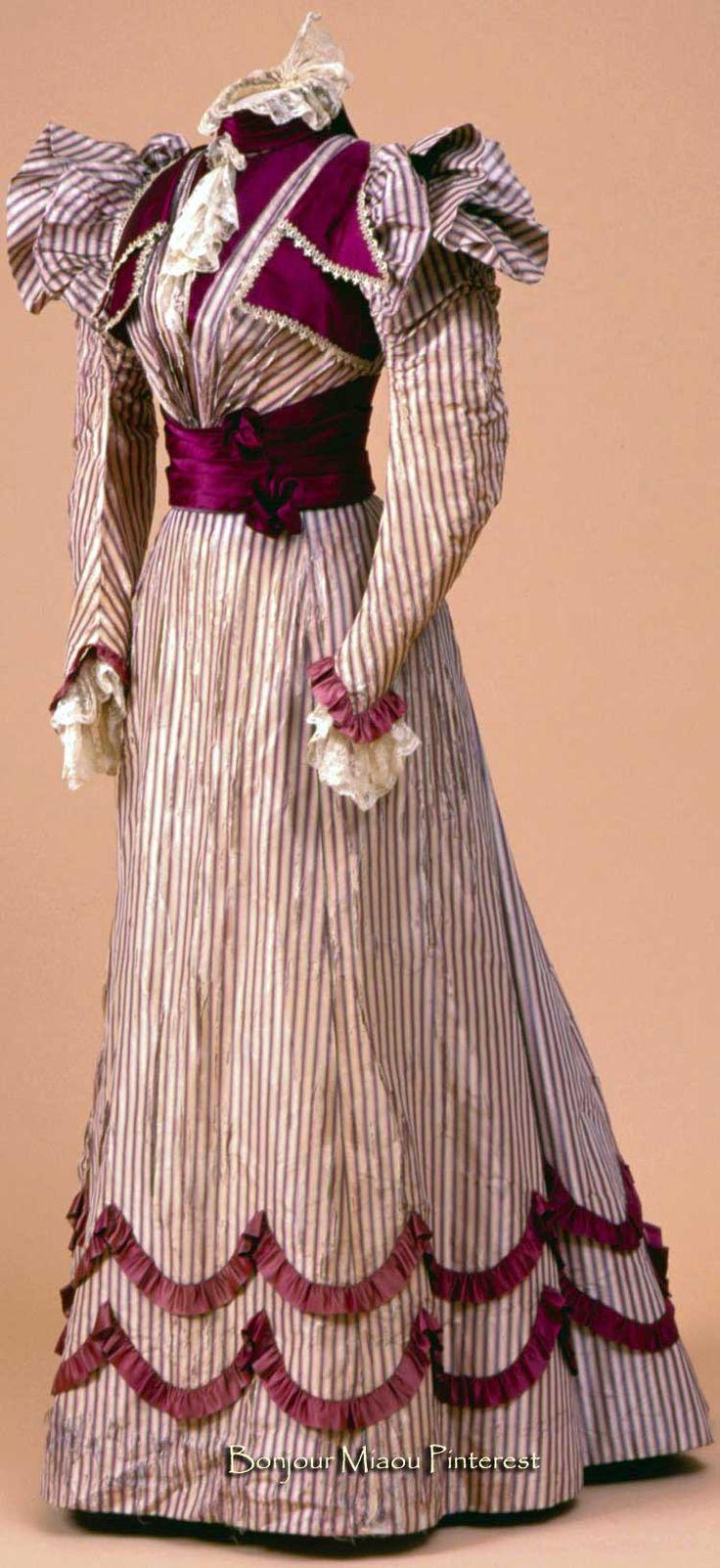 Dress belonging to Queen Wilhelmina of the Netherlands, Ludwig Zwieback & Bruder, 1897. Silk. Paleis Het Loo via ModeMuze