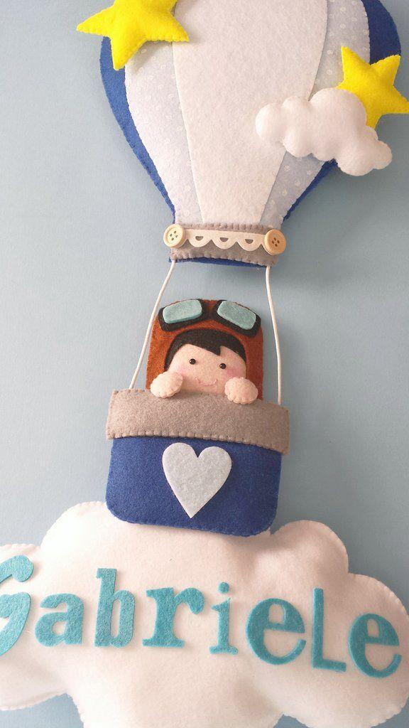 Un piccolo esploratore si è messo in viaggio per annunciare la nascita del vostro bebè...completamente cucito a mano...anche nei suoi piccoli dettagli, questo fiocco,realizzato in feltro e pannolen...