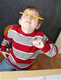 Even iets geks doen om je concentratie verhogen. Met een stift misschien handiger dan met een potlood met scherpe pijn (detail).